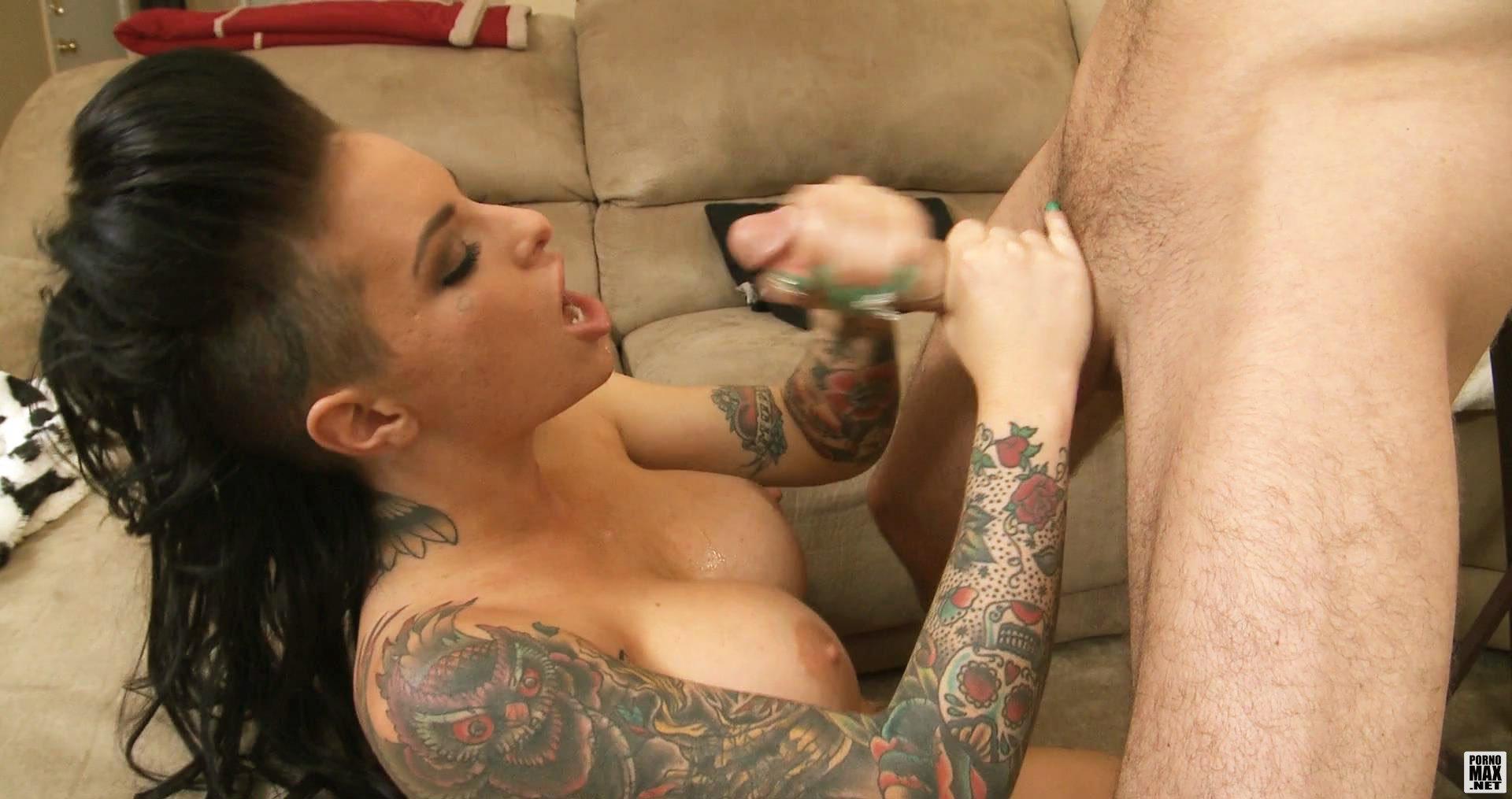 Татуированный порно актрисы 2 фотография